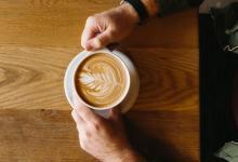 Hoe koffie je kan beschermen tegen de schadelijke effecten van alcohol
