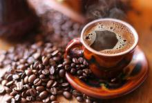 Waarom koffie zo op onze darmen werkt